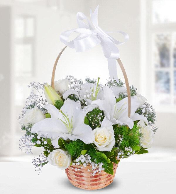 beyaz lilyum ve beyaz güller