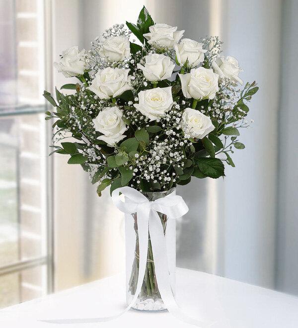 vazoda 11 adet beyaz güller